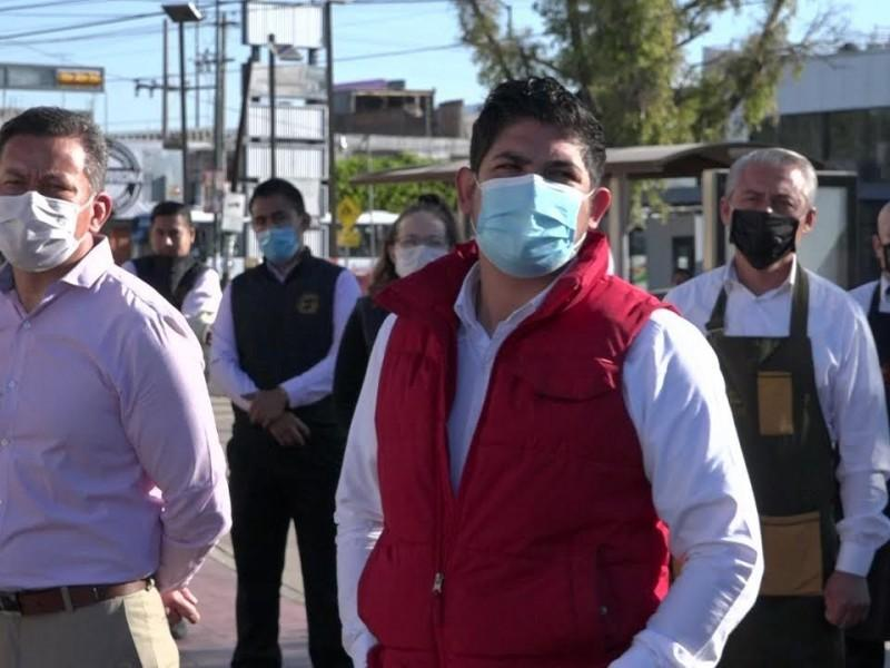 CANIRAC preocupada por retroceso en semáforo; reparte 17 mil cubrebocas